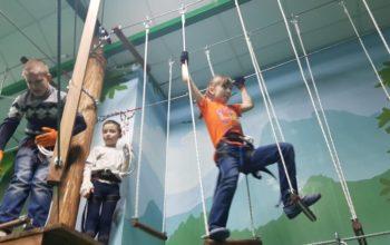 Веревочный парк в помещении развлекательного комплекса