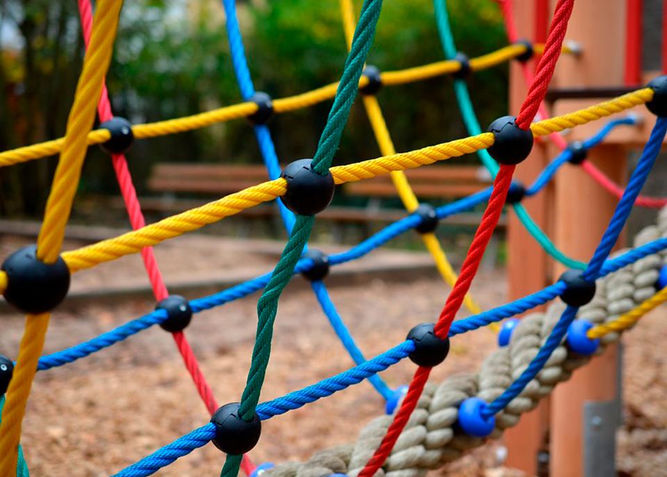 Сетки (канаты) для лазанья на детских площадках