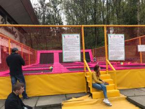 Батутная арена для детей в парковой зоне