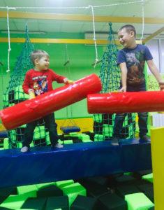 Битва паралоновыми тубусами в ниндзя-парке Славянска
