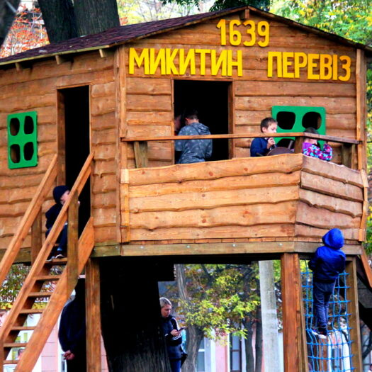 Строительство домика на дереве «Микитин перевіз» в Никополе